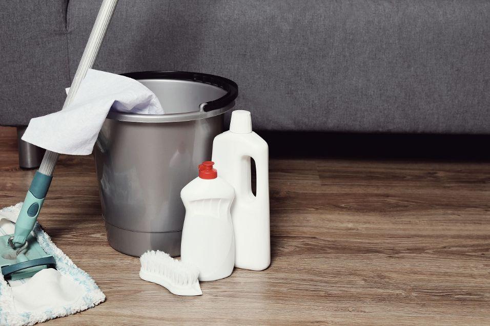 איך לשטוף רצפה