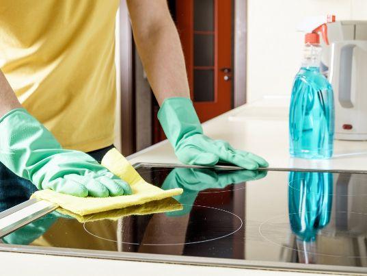 איך לנקות כיריים חשמליות