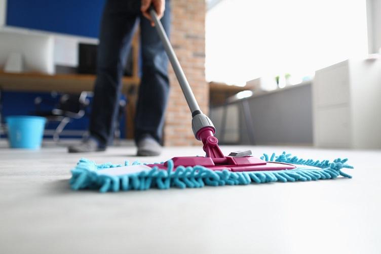 איך לנקות רצפה ישנה